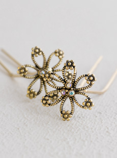 UP-2258-L  Open Flower U-Pins, Goldtone